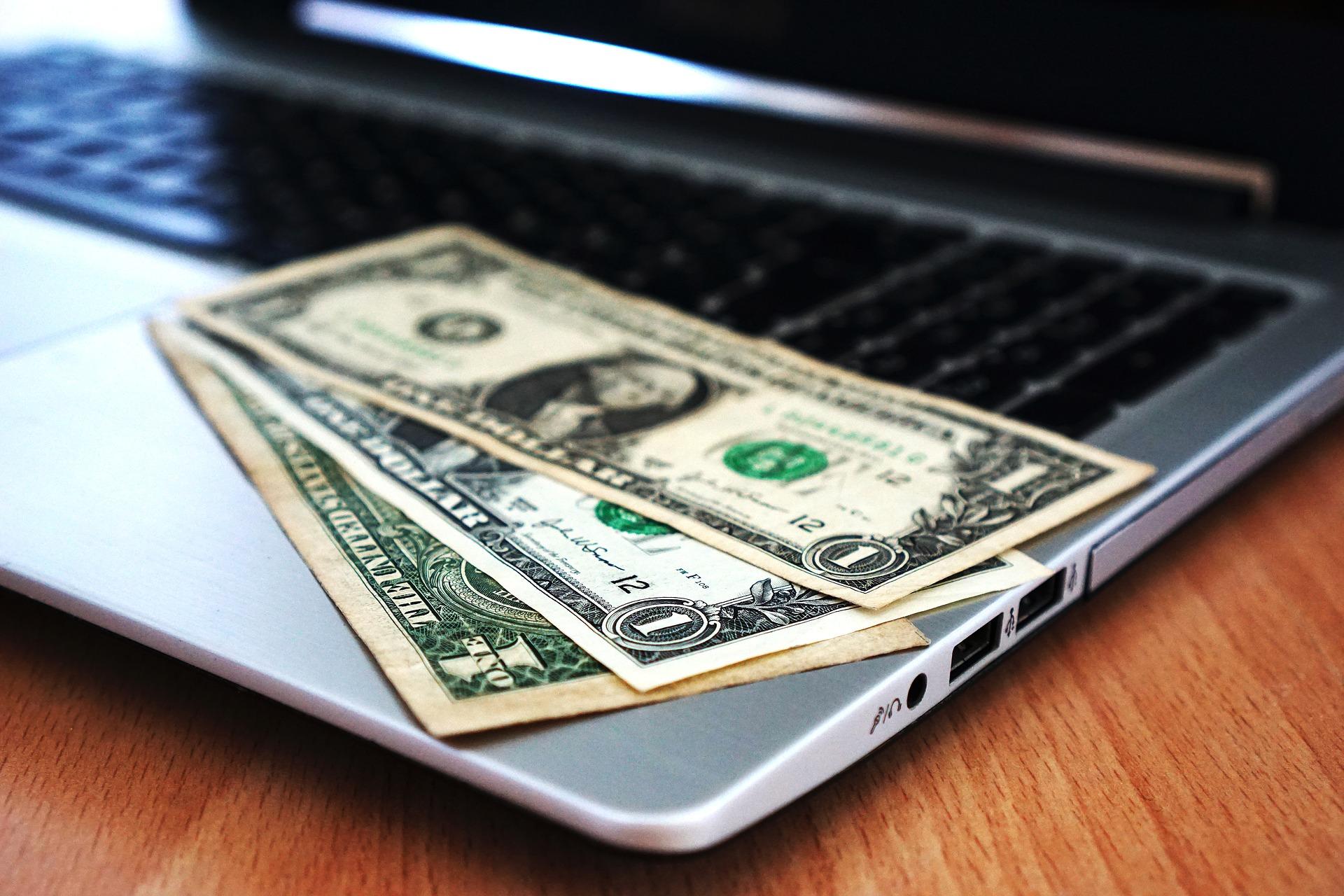 Jak freelancer może zapewnić sobie bezpieczeństwo finansowe?