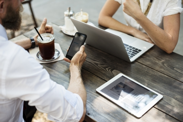 O czym pamiętać, kiedy pracujesz zdalnie poza domem rady dla freelancerów