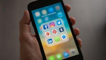 Gdzie szukać inspiracji i poszerzać wiedzę na portalach społecznościowych w prtacy zdalnej
