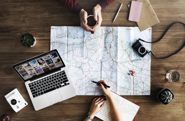 Wakacje freelancera i praca zdalna użyteczne strony www