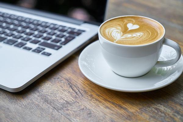Która grupa freelancerów pije najwięcej kawy