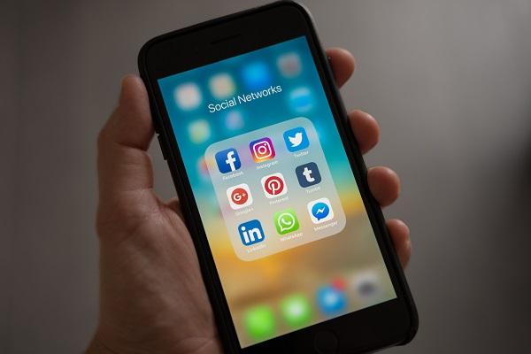 Prowadzenie profilu w mediach społecznościowych - freelancer i praca zdalna