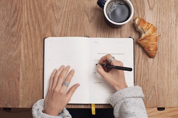 Praca zdalna dla copywriterów - jak zdobywać klientów premium