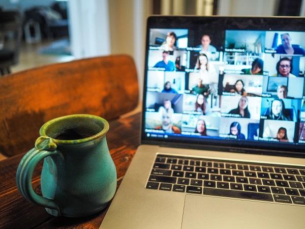 Jak włączyć pracę zdalną w pracę biurową?