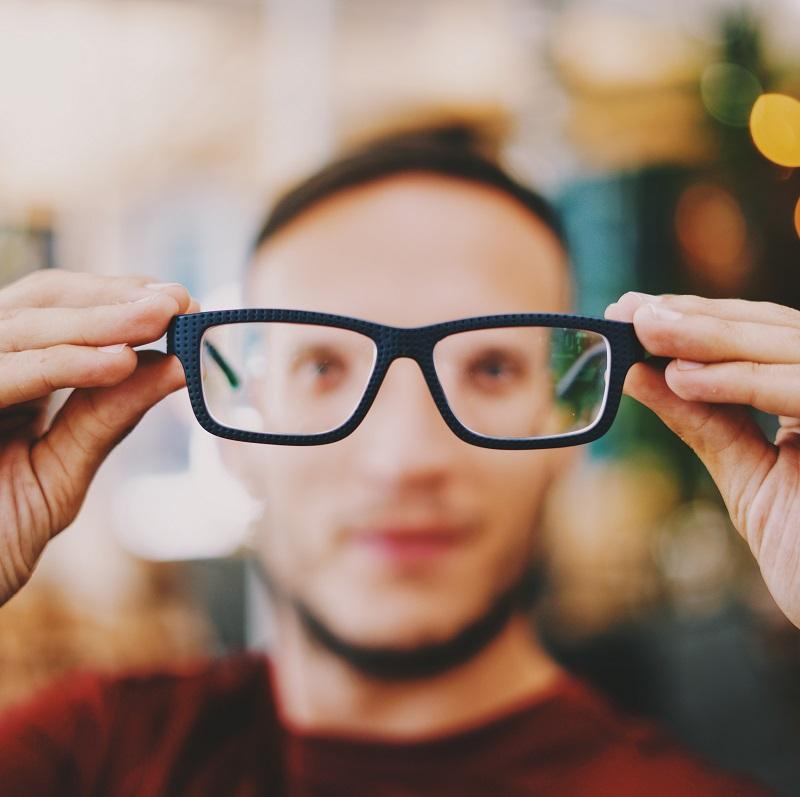 Jak dbać o oczy w pracy zdalnej?
