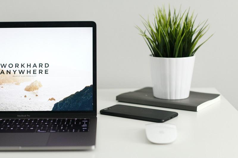Praca zdalna i etat: czy możesz być freelancerem?