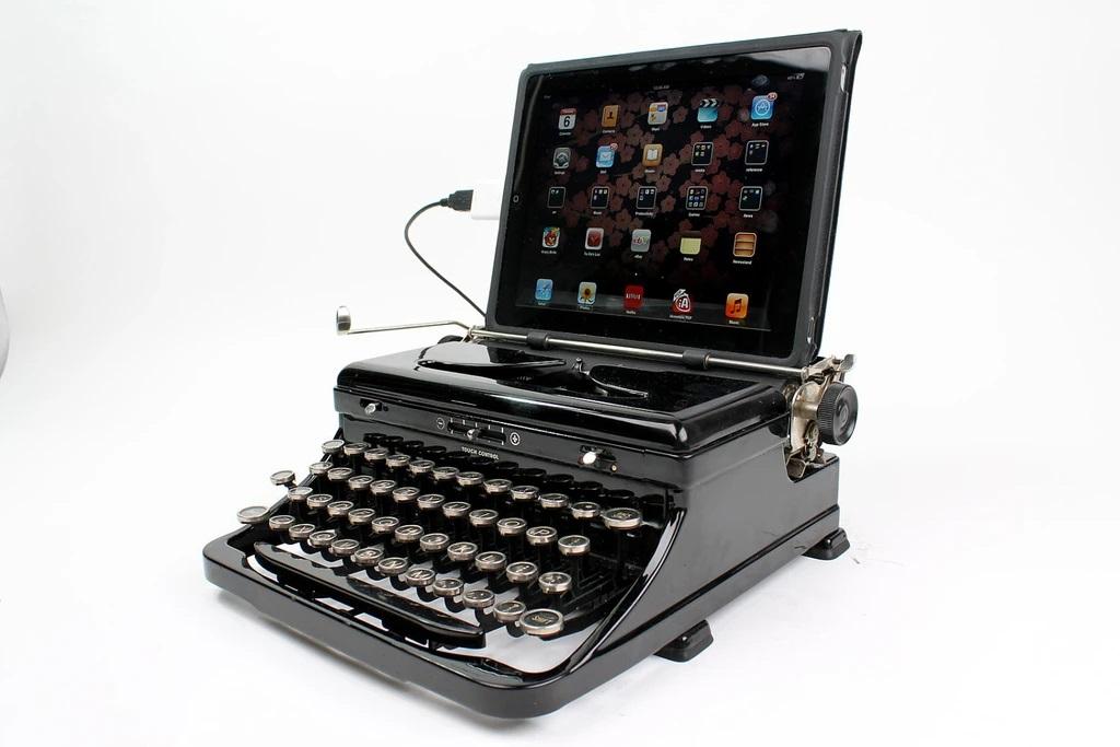 Mikołajkowe i świąteczne gadżety dla freelancerów na home office: cyfrowa maszyna do pisania
